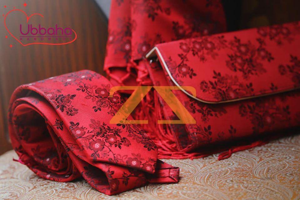 ربطة عنق لون أحمر