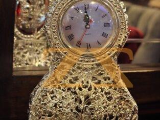 ساعة ستاند من المعدن الفضي