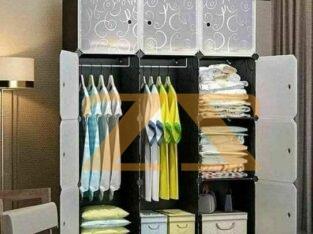 خزانة ألبسة ملونة لغرف ا