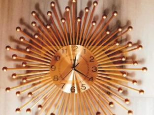 ساعات جدارية من المعدن