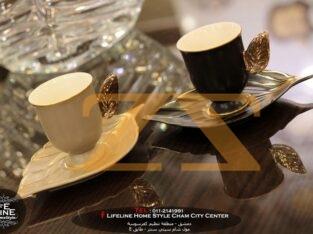 فناجين قهوة ورقة الشجر
