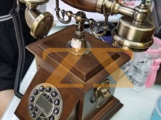 هاتف ملكي من الخشب الفاخر